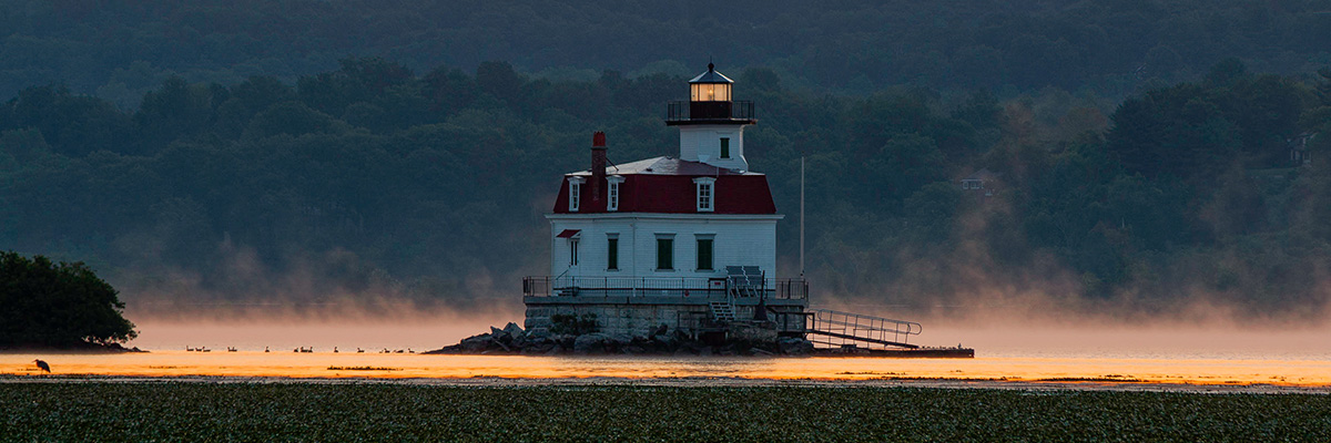 A photo of the Esopus Lighthouse at dawn.
